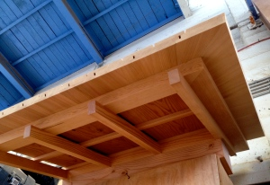 Mockup of the roof eave for a tea house showing finish-rafters (taruki), ceiling boards, kaioi and erago (for which there are no corresponding English terms). The proportions of the rafters to the pieces sitting on them is arrived at with kiwari.